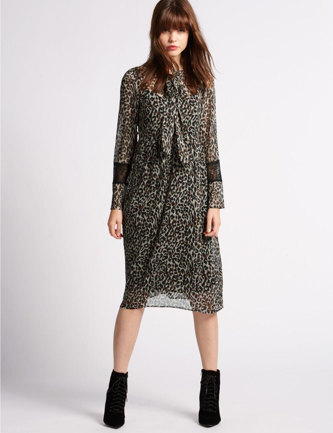 Gevoerde rechte jurk met lange