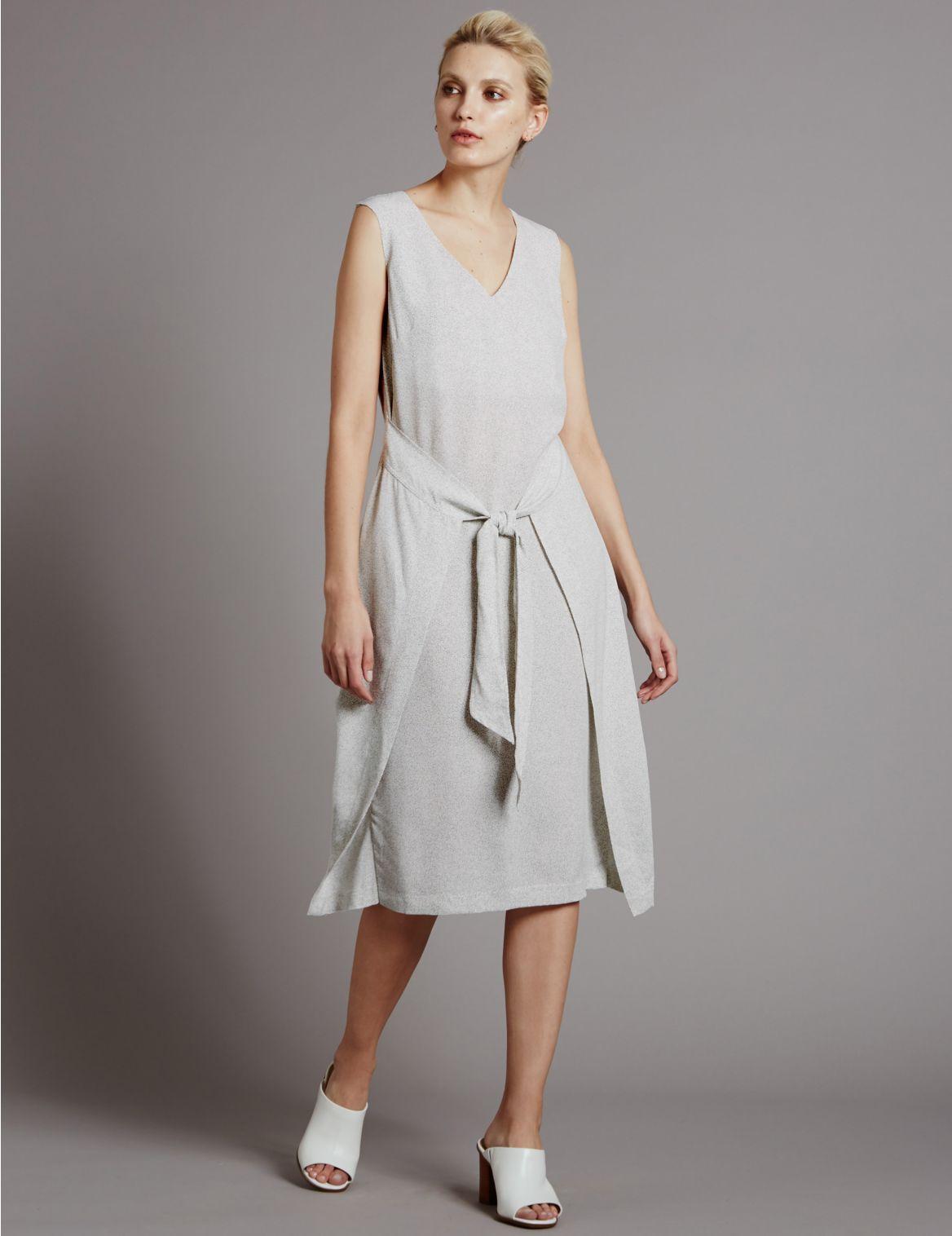 Rechte jurk met uitstekende