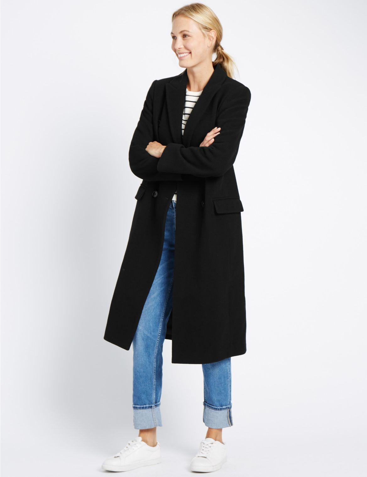 Lange jas met dubbele rij knopen