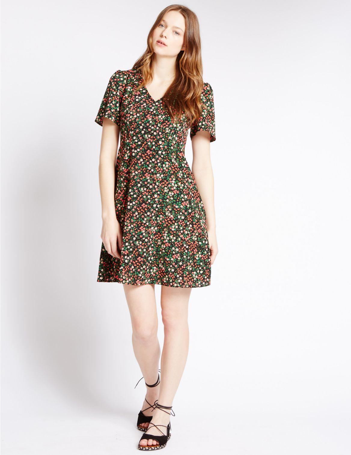 Rechte jurk met grappig bloemmotief