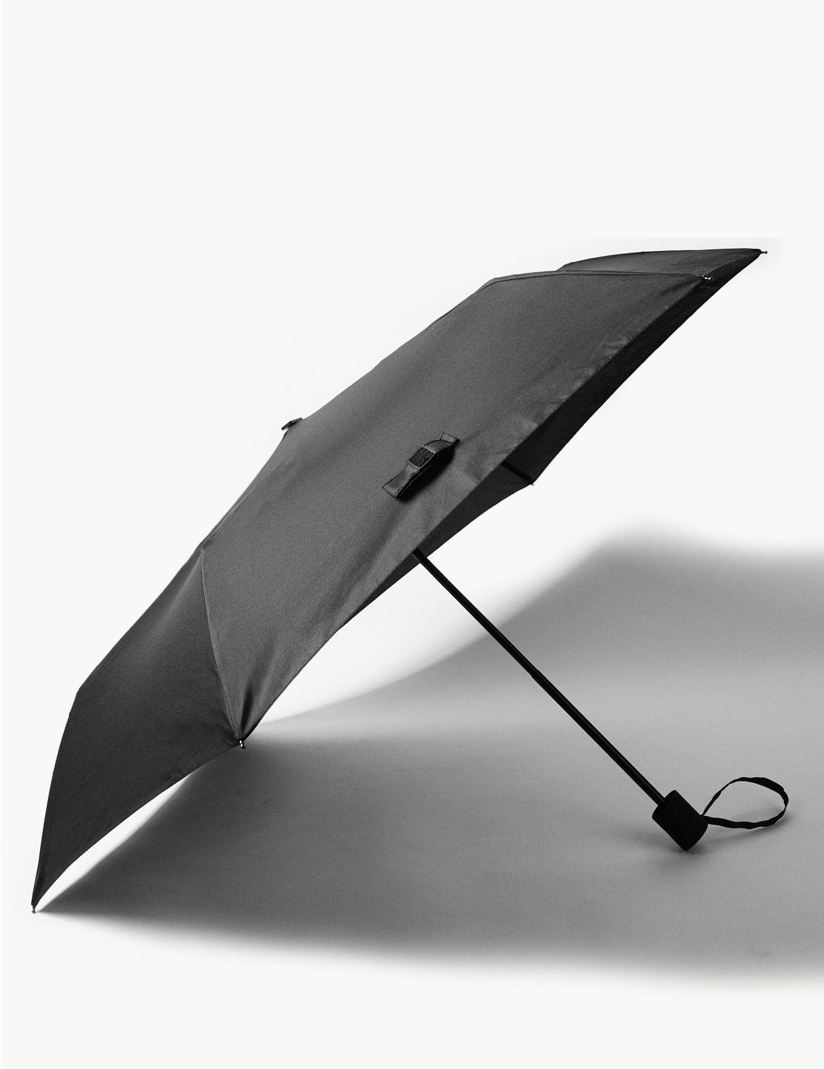 Parapluie pour attaché-case, doté des technologies Stormwear™ et Windtech™