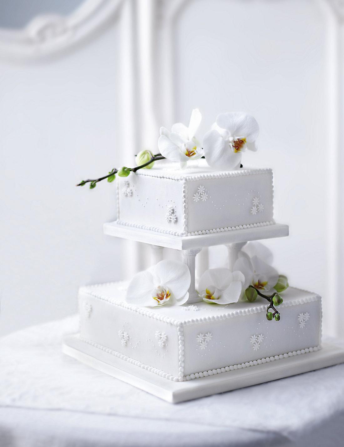Contemporary Pearl Wedding Fruit Cake