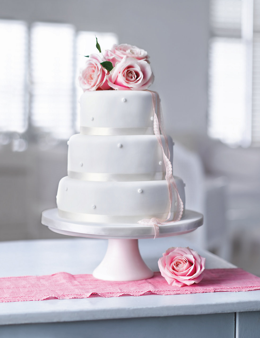 Romantic Pearl Assorted Wedding Cake White Icing