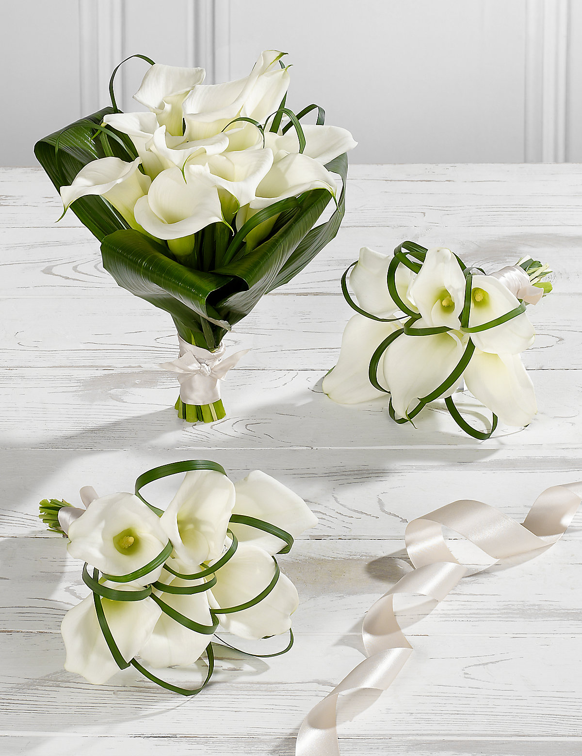 White wedding bridal arrangement with bbc