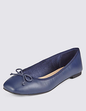 Square Toe Pumps with Insolia Flex®, NAVY, catlanding