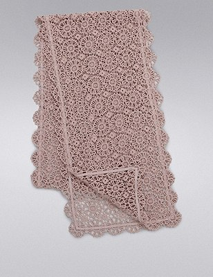 Daisy Lace Table Runner, SOFT PINK, catlanding