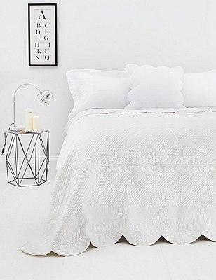 Trapunto Bedspread, , catlanding