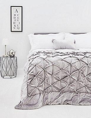Velvet Pinch Bedspread, , catlanding