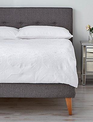Felicity Matelassé Bedding Set, WHITE, catlanding