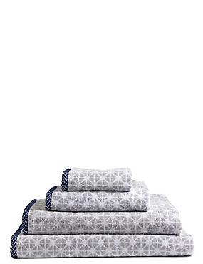 Geometric Print Star Towel, LIGHT GREY, catlanding