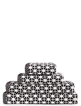 Geometric Print Star Towel, BLACK, catlanding