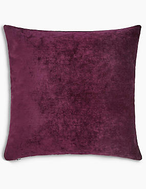 La Perla Cushion, PLUM, catlanding