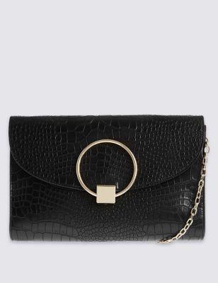 Клатч под крокодиловую кожу с декоративным кольцом от Marks & Spencer