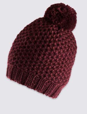 Текстурная шапка с помпоном