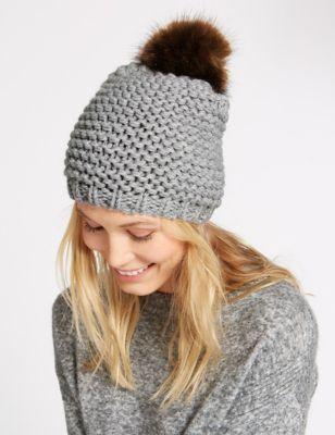 Вязаная шапка с добавлением шерсти и помпоном