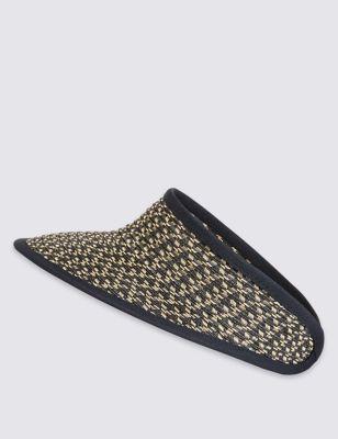 Текстурированная шляпа с козырьком от Marks & Spencer