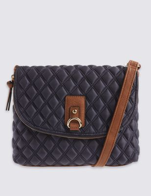 Мягкая стёганая сумка через плечо с застёжкой-молнией от Marks & Spencer
