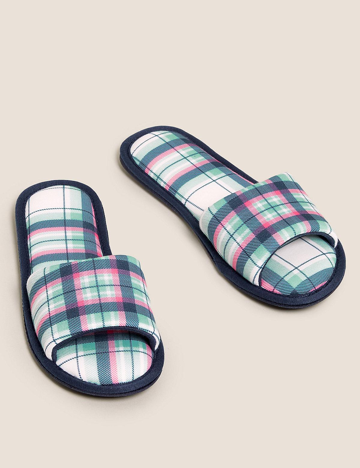 Тапочки-мюли в клетку с открытым носком