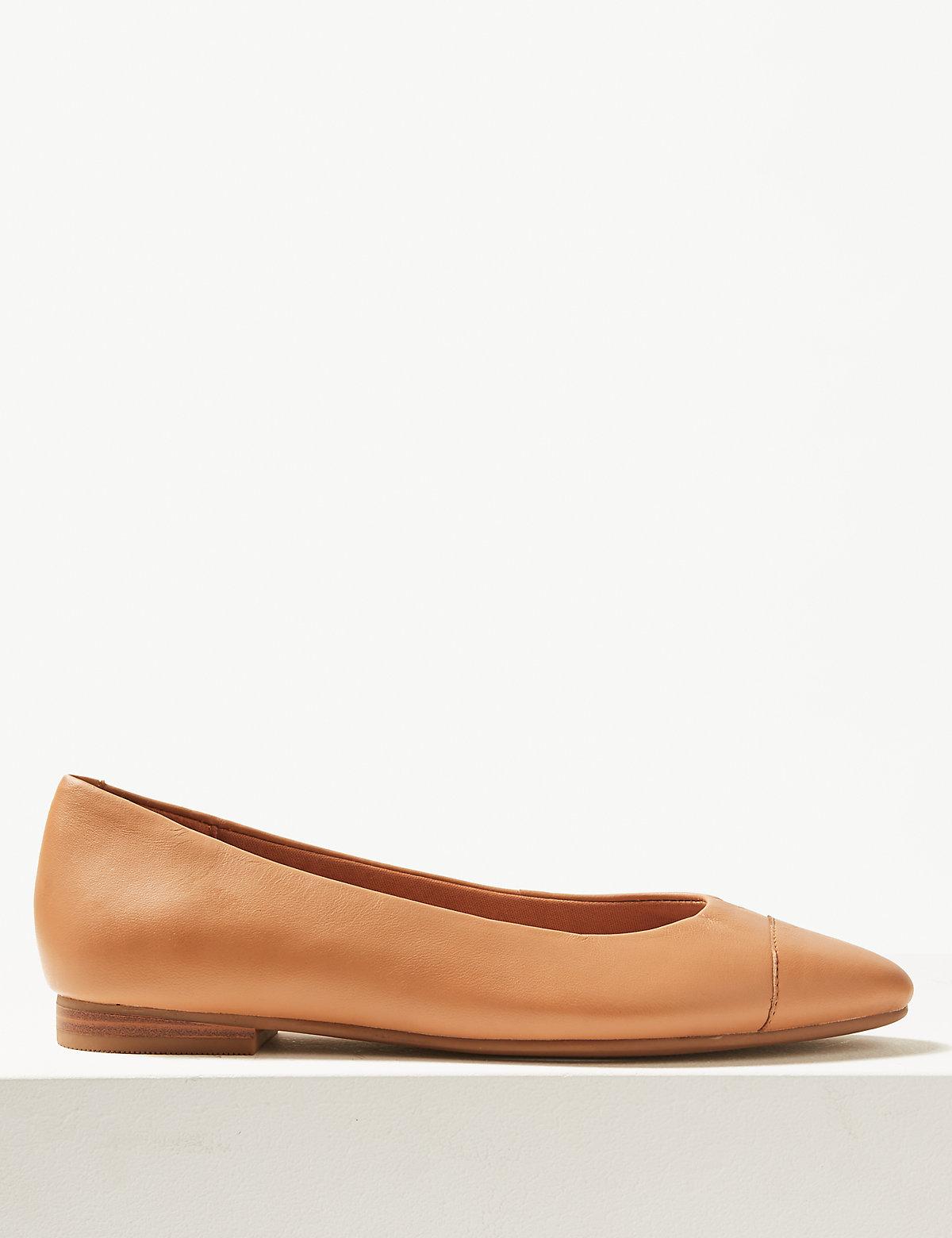 Кожаные женские туфли-балетки с миндальным носком