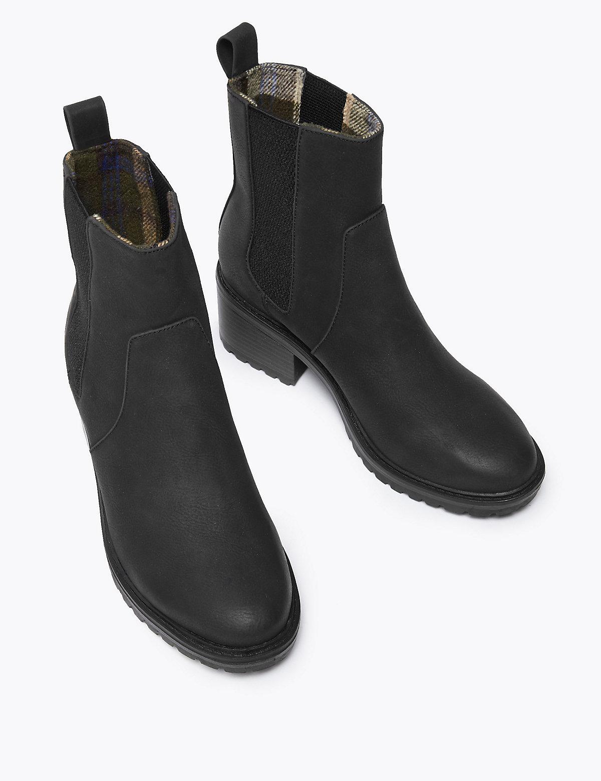 Ботинки Челси на блочном каблуке с боковыми вставками