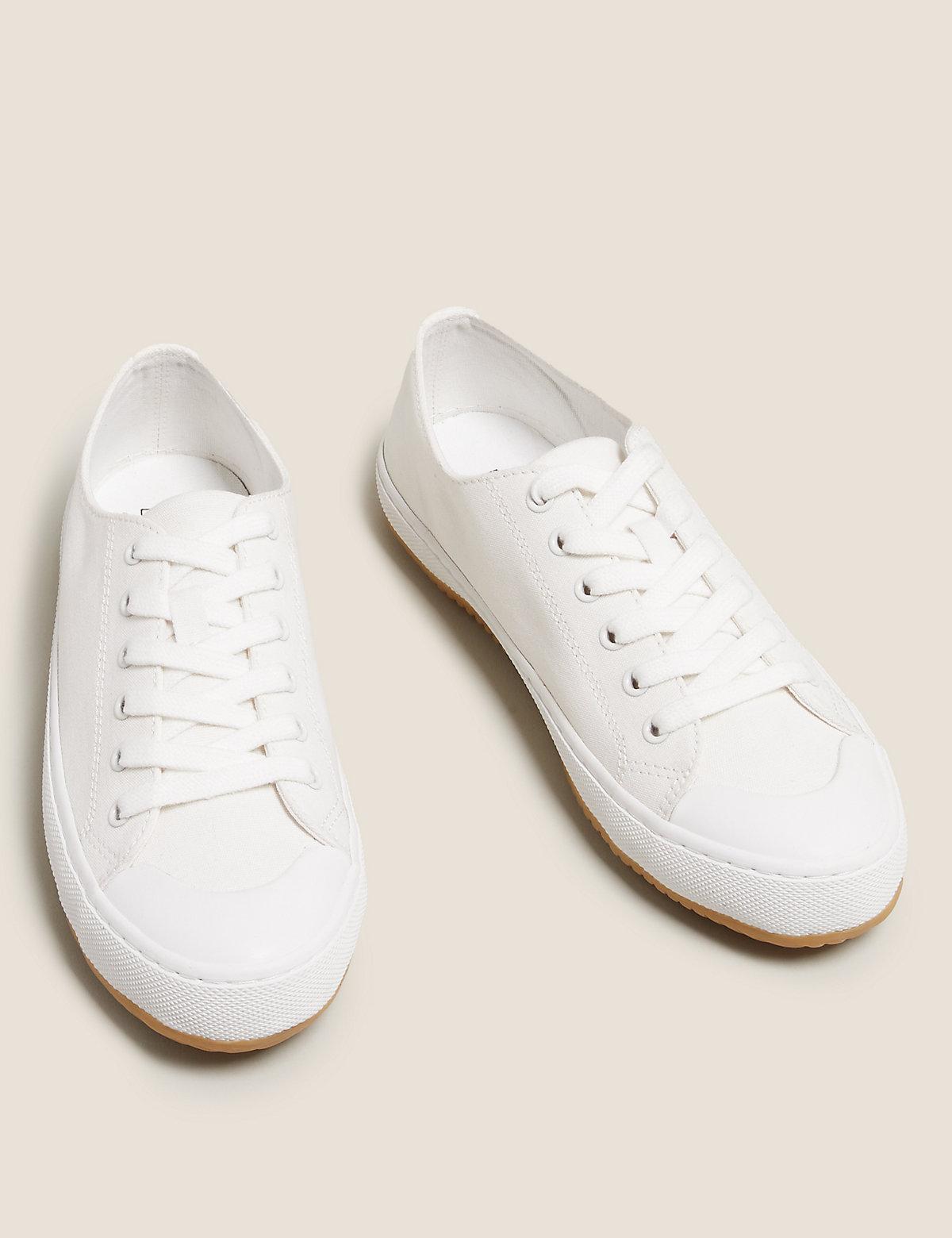 Кроссовки из плотной ткани на шнуровке