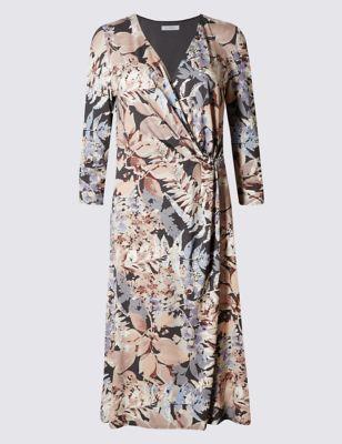 Приталенное платье-бодикон с запахом