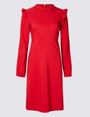 Приталенное расклешённое платье с воротником-стоечкой