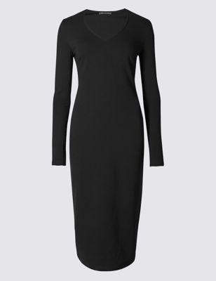Трикотажное платье-бодикон с V-горловиной