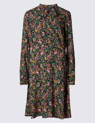 Струящееся платье с мелким цветочным рисунком