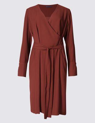 Платье с запахом и широкими манжетами