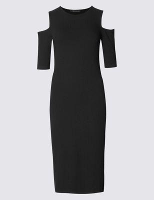 Прямое платье в рубчик с открытыми плечами
