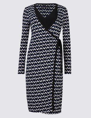 Приталенное платье с запахом и геометрическим принтом M&S Collection T424188