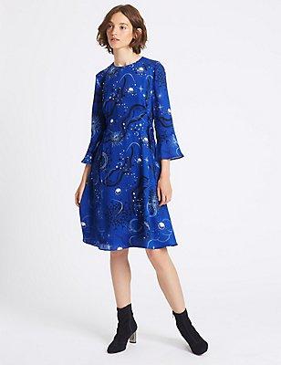 Bedrucktes Midi-Kleid mit ausgestellten Ärmeln und seitlicher Bindung, ELEKTRISCHES BLAU, catlanding