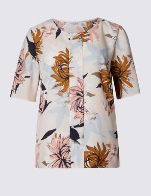 Слегка приталенная блузка с коротким рукавом в крупный цветок