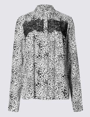 Рубашка с монохромным принтом и кружевной вставкой