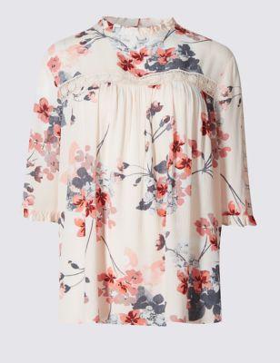 Романтичная блузка свободного кроя с цветами и кружевом