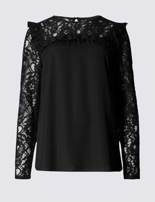Блузка с кружевом и рюшами