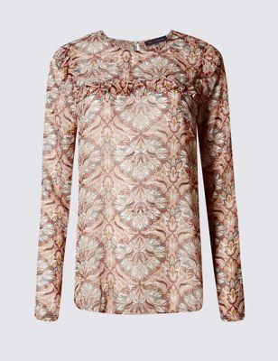 Блузка с цветами и отделкой рюшами