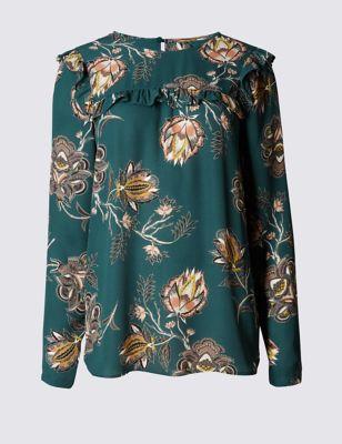 Слегка приталенная блузка с крупным цветочными принтом и рюшами