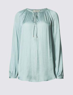 Удлинённая сатиновая блузка с завязками