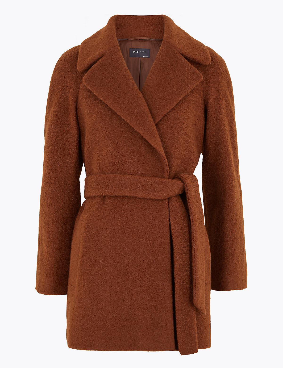 Фактурное пальто с поясом