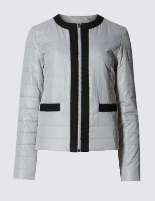 Слегка приталенная укороченная куртка Stormwear™ с отделкой Classic T491249