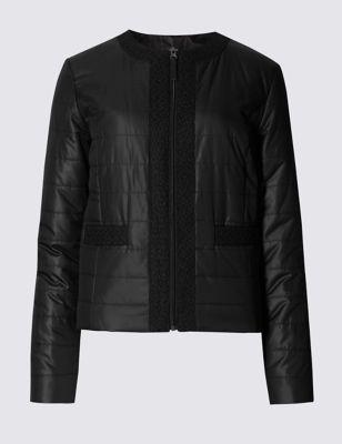 Слегка приталенная укороченная куртка Stormwear™ с отделкой
