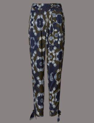 Зауженные брюки с зеркальным принтом пэйсли