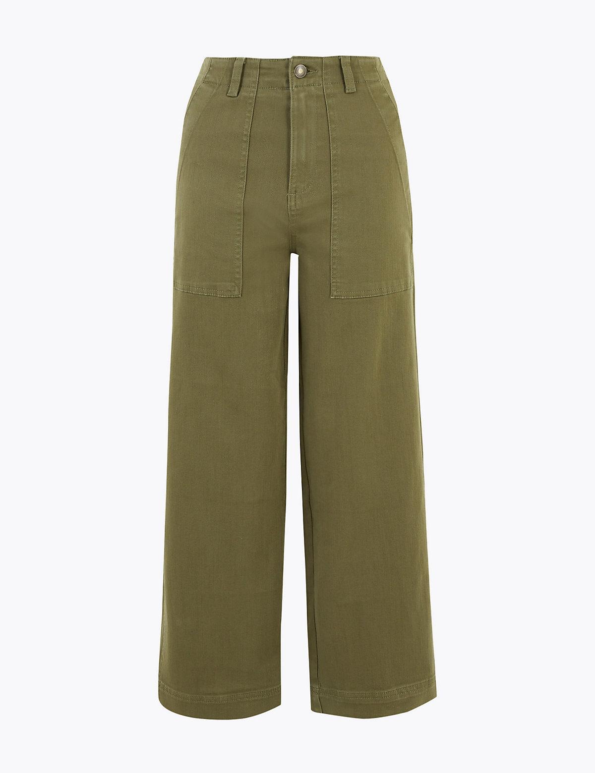 Укороченные джинсы с широкими штанинами