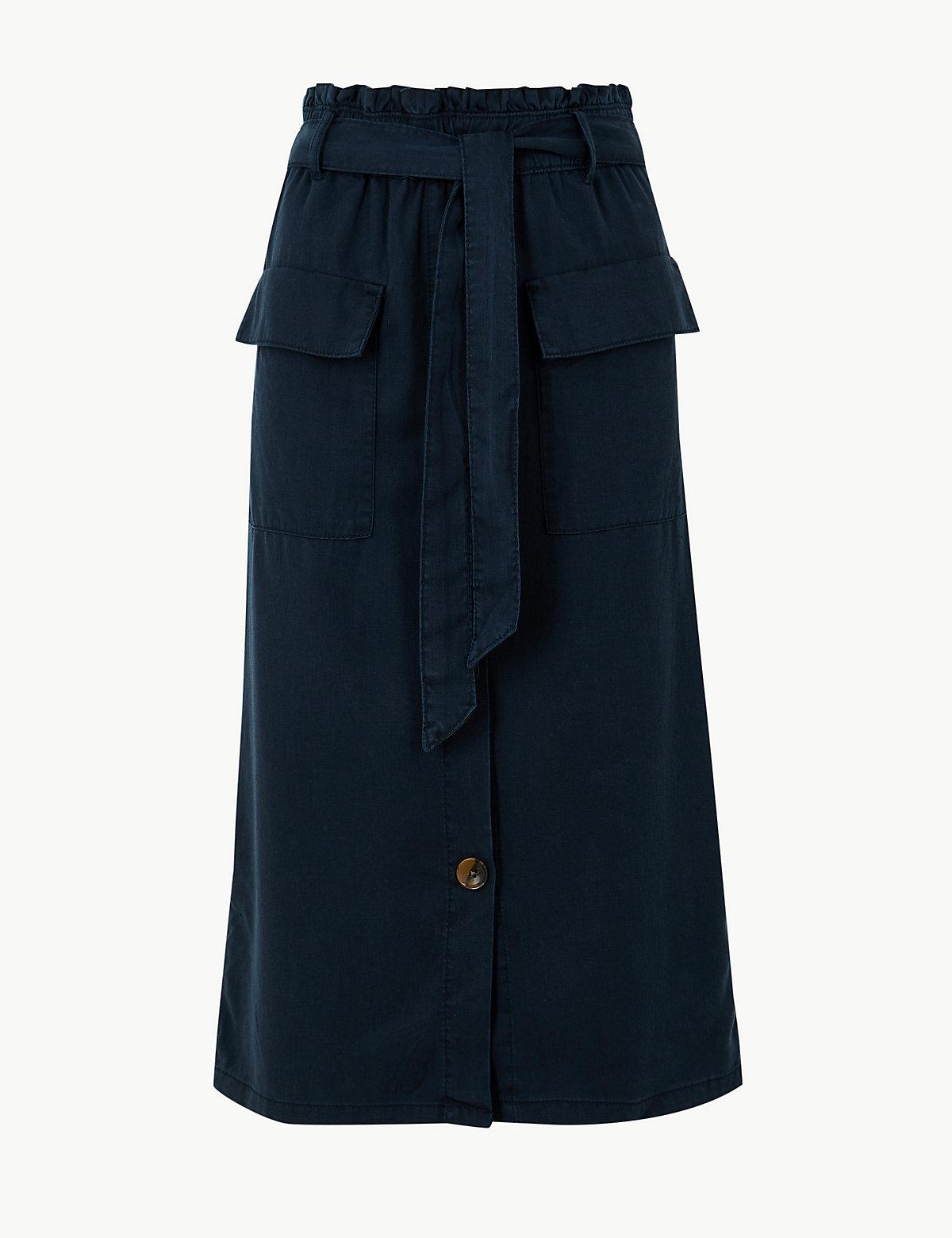 Юбка А-силуэта с широким поясом и большими карманами M&S Collection. Цвет: темно-синий