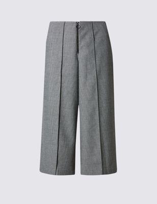 Широкие укороченные брюки со стрелками и добавлением эластана