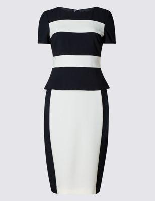 Прямое платье колор блок с баской