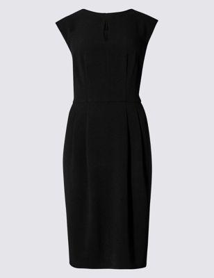 Прямое платье без рукавов из крепа от Marks & Spencer