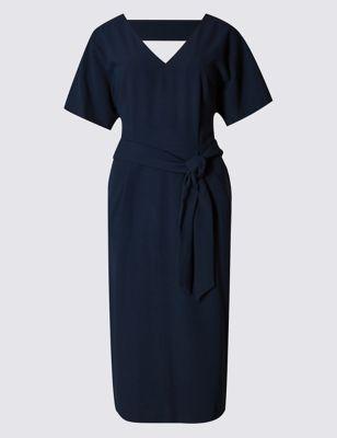 Однотонное приталенное платье с поясом от Marks & Spencer